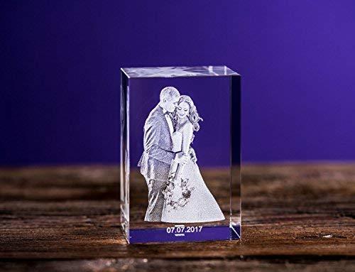 Isonio 3D Glasfoto - Ihr Foto in 3D in Viamant Glas gelasert -3D Foto für Fotos mit maximal 1-3 Personen (L Hochformat 60x90x50mm)