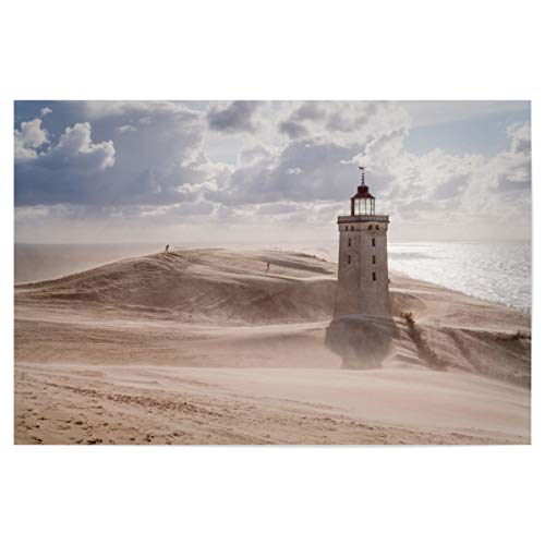 artboxONE Poster 45x30 cm Reise Sandsturm am Leuchtturm - Bild Leuchtturm Rubjerg Knude Dänemark
