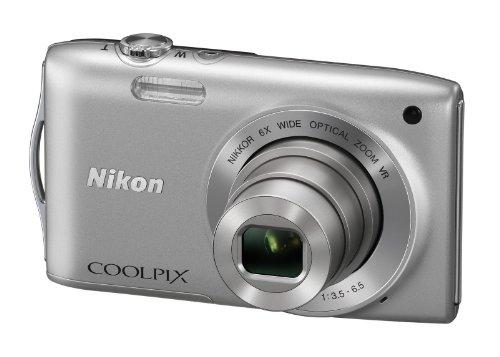 """Nikon Coolpix S3300 Fotocamera Digitale Compatta, 16 Megapixel, Zoom 6X, 3200 ISO, LCD 2,7"""", colore: argento [Versione EU]"""
