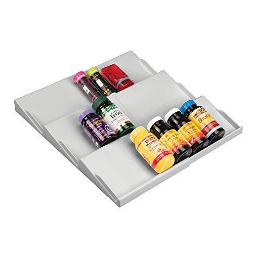 mDesign Regal für Medizin und Vitamine – auf 36,8 cm ausziehbarer Schubladeneinsatz mit drei Ebenen – auch zur Kosmetikaufbewahrung im Badezimmer geeignet – hellgrau