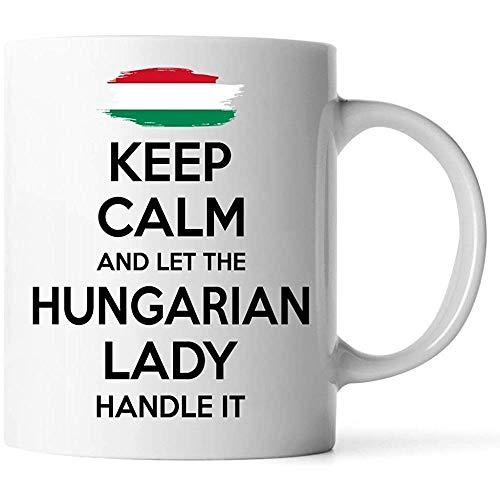 Tazas - Regalo húngaro para mujeres Abuela Mamá Tía Novia Taza de café blanca de 11 oz - Mantenga la calma y deje que la dama húngara lo maneje