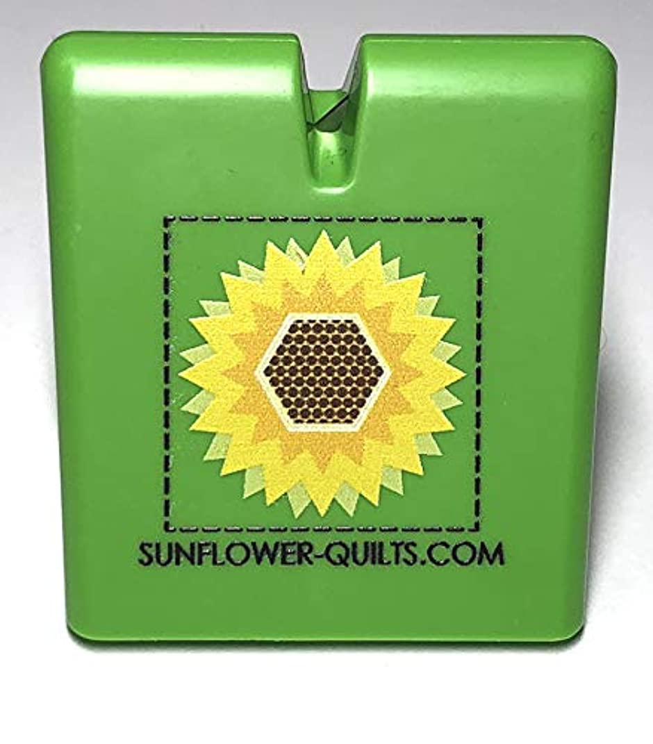 The Original Thread Cutter by Sunflower Quilts (Green)