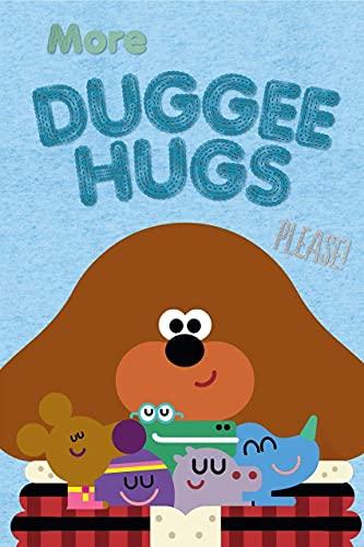 Cojín cuadrado oficial | Super suave diseño de dos caras Duggee Hug | perfecto para cualquier habitación infantil o dormitorio, multicolor, 40 x 40 cm