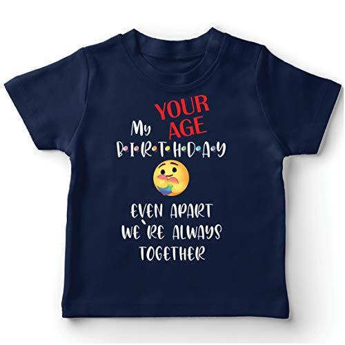 lepni.me Camiseta para Niños Cuarentena Personalizada de Feliz Cumpleaños, Incluso Separados Estamos Juntos (7-8 Years Azul Oscuro Multicolor)