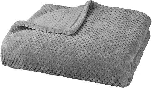 Delindo Lifestyle® Kuscheldecke Milano grau, Mikrofaser Fleece-Decke, 220x240 cm XXL, Bettüberwurf, flauschig weiche Wohndecke Tagesdecke für entspannte Abende
