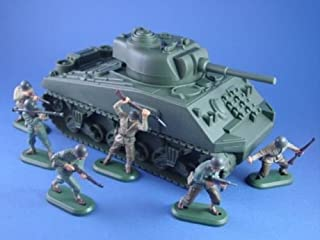 Britains Deetail Toy Soldiers WWII US Army Infantry with Sherman Tank Set Plastic 1/32 Collectible Painted Figures 7 Piece Set Marx Airfix Conte Type