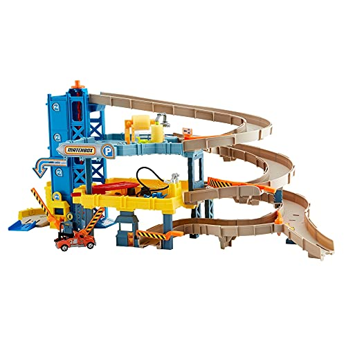 Matchbox 4-Level Garage with Spiral Ramp, Gas Pump, Crane, Track, Working Elevator, Car Wash, Includes 1 Matchbox Tow Truck, Connects to Other Sets, for Kids 3 Years & Up [Amazon Exclusive]