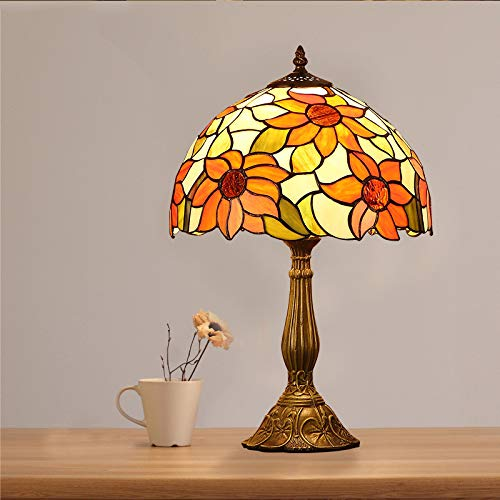Tiffany lampenkap, met bloemenmotief, antiek, barokgesneden, van kunsthars, voor de slaapkamer naast de leeskamer.