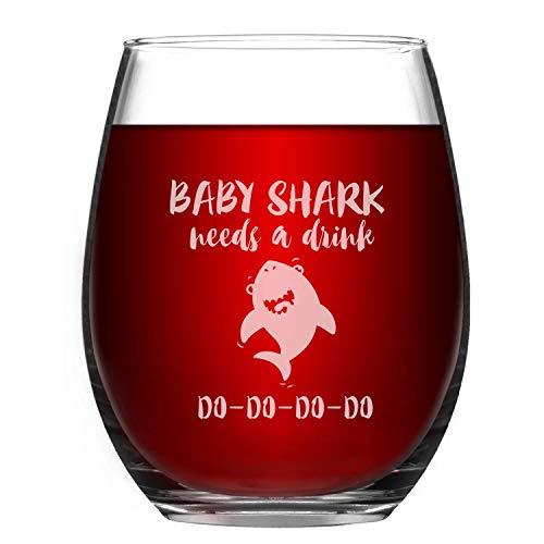Baby Shark Needs a Drink - Copa de vino con texto en inglés