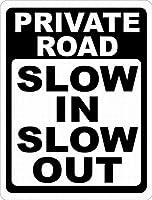 注意サイン-私道はスローインスローアウト。通知のためのインチ通りの交通危険屋外の防水および防錆の金属錫の印