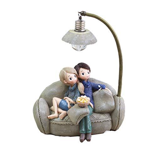 VOSAREA Pareja de Resina en Sofá con Lámpara Figura Decorativa para Sala Dormitorio Casa Mesa Regalo de San Valentín