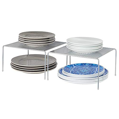 mDesign Juego de 2 estantes de cocina – Soportes para platos de metal – Pequeños organizadores de armarios para tazas, platos, alimentos, etc. – plateado