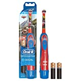 Oral-B Stages Power Spazzolino a Batteria per Bambini, 1 Manico e 1 Testina di Ricambio, Modelli Assortiti Disney, cars o principessa
