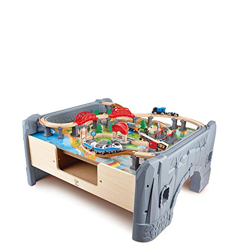 Hape E3766 - Juego de 70 trenes ferroviarios y mesa con locomotora a pilas y superficie extraíble para niños de 3 años y más
