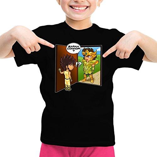 Okiwoki T-Shirt Enfant Fille Noir Saint Seiya - Terminator parodique Seiya du pégase Vs Terminator : Sarah Connor ? (Parodie Saint Seiya - Terminator)