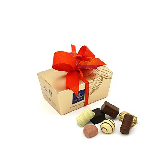 Leonidas Pralinen   240g handverlesene belgische Pralinen Mischung mit individuell handgefertigter Schleife in goldenem Pralinen Ballotin, ideal als Geschenk oder zum Selbernaschen (Orange)