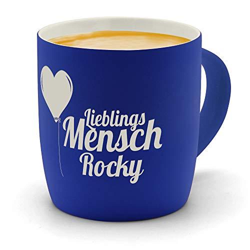 printplanet - Kaffeebecher mit Namen Rocky graviert - SoftTouch Tasse mit Gravur Design Lieblingsmensch - Matt-gummierte Oberfläche - Farbe Blau