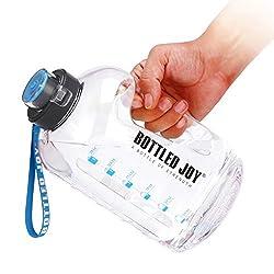 💦 【Alta Qualità】: Le grandi bottiglie d'acqua per lo sport sono realizzate in robusto materiale PETG, plastica priva di BPA al 100%, brocca d'acqua riutilizzabile ecologica, a prova di perdite. Privo di sapori e odori di plastica. 💦 【Promemoria Orari...
