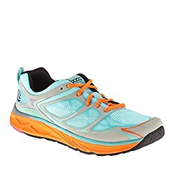 These lightweight synthetic running shoes from Topo Athletic are perfect  for any women who enjoys going out for a run on a regular basis. 6bbc7240339