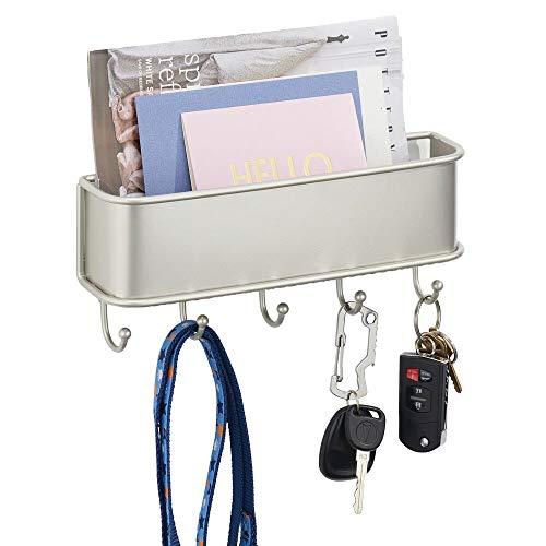 mDesign Organizador de cartas con varios ganchos cuelga llaves – Organizador de pared para correo, llaves, móviles o correa para perros – Organizador de llaves con bandeja de metal – plateado mate