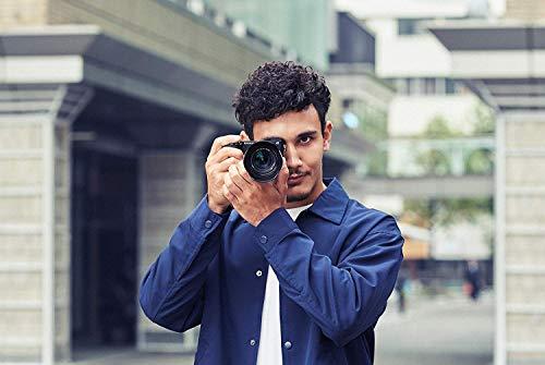 Sony Alpha 6400   APS-C Spiegellose Kamera mit Sony 18-135mm f/3.5-5.6 Zoom-Objektiv ( Schneller 0.02s Autofokus 24.2 Mp, 4K Filmaufnahme, neigares Display für Vlogging)
