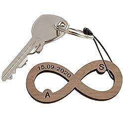 Schlüsselanhänger Infinity aus Holz mit Gravur – mit Initialen und Datum graviert - Romantisches Geschenk für Partner oder Partnerin (mit Geschenkverpackung)