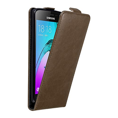 Cadorabo Hülle für Samsung Galaxy J3 / J3 DUOS 2016 in Kaffee BRAUN - Handyhülle im Flip Design mit unsichtbarem Magnetverschluss - Hülle Cover Schutzhülle Etui Tasche Book Klapp Style