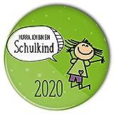 stylebutton® Buttons Schulkinder Geschenk zum Schulanfang 2019 / Einschulung 56 mm (#4 Hurra hüpfendes Mädchen grün)
