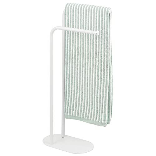 mDesign Soporte para toallas – Toallero de pie con dos barras para secar toallas grandes y pequeñas – Portatoallas compacto hecho de metal – blanco mate