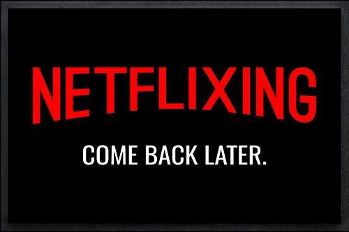 Tassenliebe® - Fussmatte mit Gummirand Netflixing Come Back Later, für alle Netflix-Fans, für Innen und Aussen, rutschfest, Fussabtreter, Fußabstreifer, 60x40cm