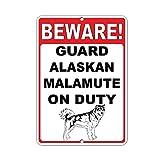 Beware! Guard Alaskan Malamute On Duty Decoración Metal Wall Art Theatre Carteles para Chicos Snack Bar Carteles de Chapa 12 X 8 in