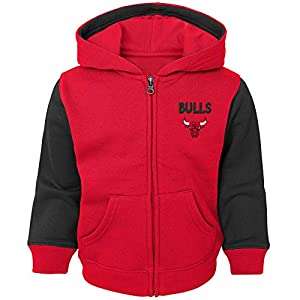 60% cotton / 40% polyester Embroidered graphics on chest Two front pockets Rib-knit cuffs and hem Officially licensed NBA product