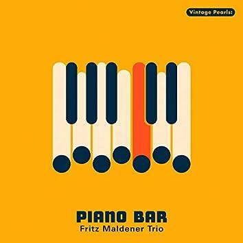 Vintage Pearls: Piano Bar