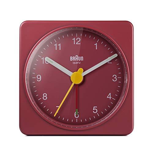 Braun Klassischer analoger Reisewecker, kompakte Größe, ruhiges Quarzuhrwerk, Crescendo-Alarm in Rot, Modell BC02R