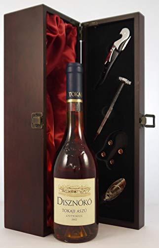 Tokaji Aszu 6 Puttonyos 2002 Disznoko (500ml) in einer mit Seide ausgestatetten Geschenkbox, da zu 4 Weinaccessoires, 1 x 500ml