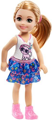 Barbie FRL82 - Chelsea pop met katje shirt, meisjespop 15 cm groot, poppen speelgoed vanaf 3 jaar