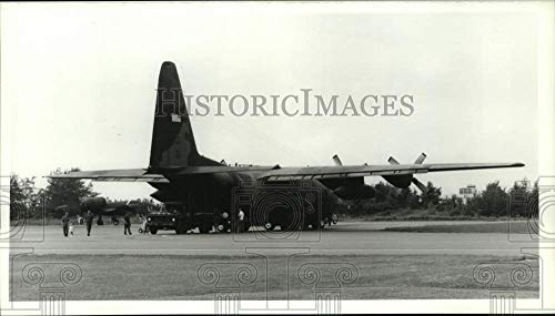 Historic Images -1988 Press Photo Soldiers Unload Air National Guard 174th Fighter Wing Plane