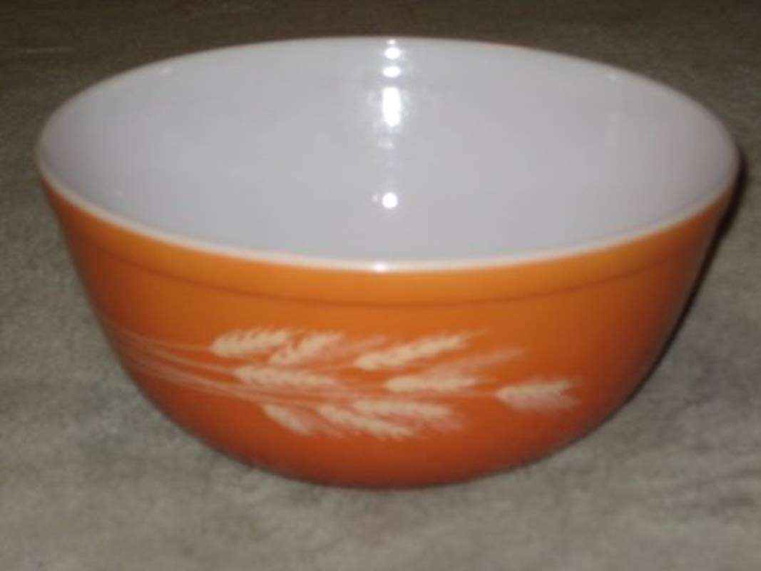Vintage 1980 S Pyrex AUTUMN HARVEST WHEAT Burnt Orange 2 1 2 Quart Batter Mixing Nesting Bowl