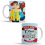 OyC Original y Creativo Taza Novio - Taza Aquí Bebe el Mejor Novio del Mundo/Taza aqui Bebe un Super Novio/Taza con Frase y Dibujo Personalizada con Nombre (Novio)