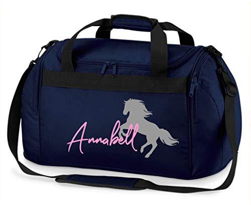 Reittasche mit Namensdruck personalisiert | Motiv aufsteigendes Pferd mit Name | Trage- und Sporttasche für Mädchen zum Reiten in vielen Farben verfügbar (dunkelblau)
