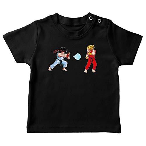 Okiwoki T-Shirt bébé Noir Parodie Dragon Ball Z - Street Fighter - RYU, Ken Sauce Sangoku et Vegeta - Kamehamehadoken !!! (T-Shirt de qualité Premium de Taille 6 Mois - imprimé en France)