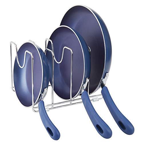 mDesign Soporte para sartenes, ollas y tapas – Organizador de tapaderas compacto de metal para armarios de cocina – Accesorios de cocina para ahorrar espacio de almacenaje – plateado