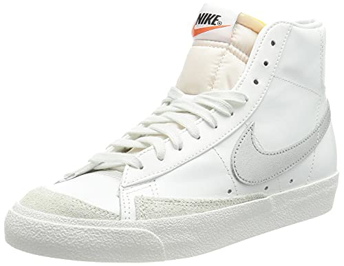 Nike W Blazer Mid '77', Scarpe da Basket Donna, Summit White/Mtlc Silver-Summit White-Summit White-Hyper Crimson, 38.5 EU