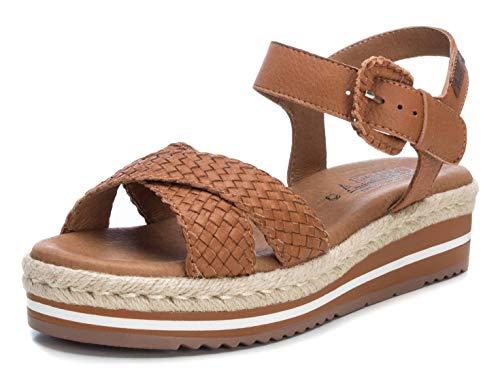 CARMELA - Sandalia de Cuña para Mujer - Sandalia con Tira y Cierre de Hebilla - Tacón 4 cm - Color Camel - Talla 36