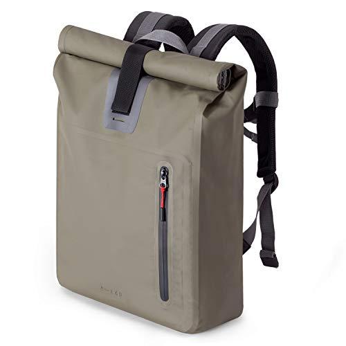 """A-Lab • Model A • Wasserdichter Fahrradrucksack • Messenger Backpack • Kurierrucksack aus robuster LKW Plane (26l) mit extra Hülle für 15"""" Laptop • Tagesrucksack in Oliv • Wasserdichter Rolltop"""