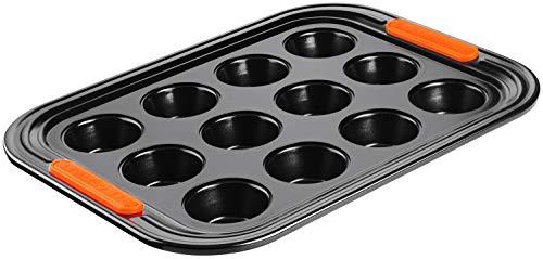 Le Creuset Molde antiadherente para 12 cupcakes, diametro 7 cm, Libre de PFOA, Resistente a ácidos, Revestimiento de acero al carbono, Gris y Naranja
