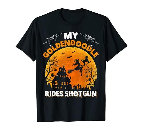 My Goldendoodle Rides Escopeta Goldendoodle Perro Halloween Camiseta