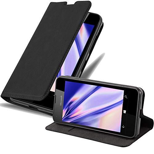 Cadorabo Hülle für Nokia Lumia 550 in Nacht SCHWARZ - Handyhülle mit Magnetverschluss, Standfunktion & Kartenfach - Hülle Cover Schutzhülle Etui Tasche Book Klapp Style