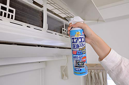 エアコンのフィンを綺麗にする専用スプレーは、セルフクリーニングの頼もしい味方!缶をよく振ってからフィンの向きに沿ってスプレーし、10分ほど放置したら完了です。1回の掃除で1本使い切りましょう。