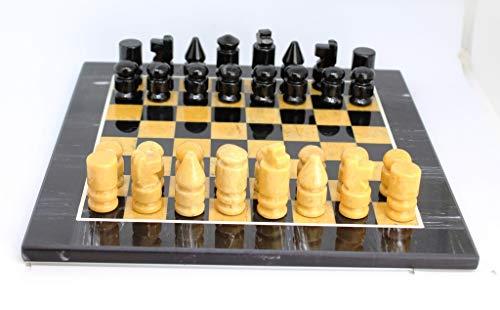 Precioso juego de Ajedrez hecho en piedras semi preciosas - Calcita Amarillo y Onix Negro - Viene en un estuche muy bonito. Medidas del tablero 25 x 25 cm - Peso con estuche 3,7 kg